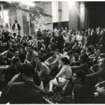 Ugo Mulas Assemblea degli artisti occupanti nel salone della Triennale.